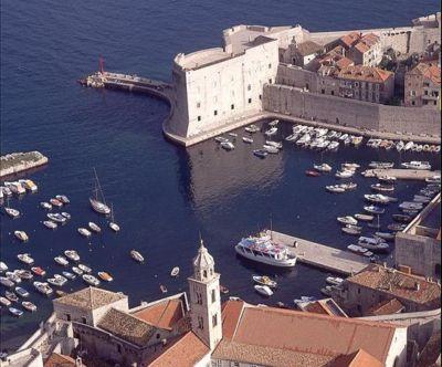 Chorvatsko Dubrovnik soukromé apartmány ubytování hotely Dubrovník penziony vily Dubrovník dovolená pronájem plavidel Dubrovník marina Dubrovník CK Lotos