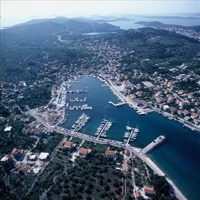 Chorvatsko ostrov Murter Apartmány Jezera Hotely Jezera Soukromé ubytování Jezera Pronájem plavidel Jezera mariny jachty dovolená CK Lotos