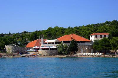 Chorvatsko ostrov Murter Apartmány Jezera Hotely Jezera Soukromé ubytování Jezera autokempy Jezera Pronájem plavidel Jezera mariny jachty dovolená CK Lotos